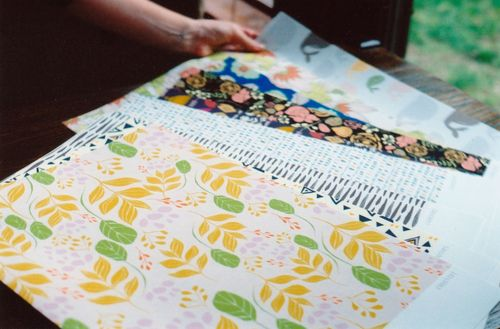 Spread_fabric_patterns_hand