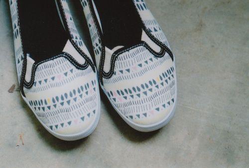 Laceless_shoes_close