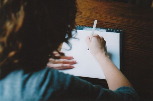 Drawing_from_behind