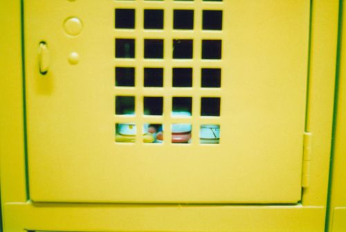 Close_yellow_locker